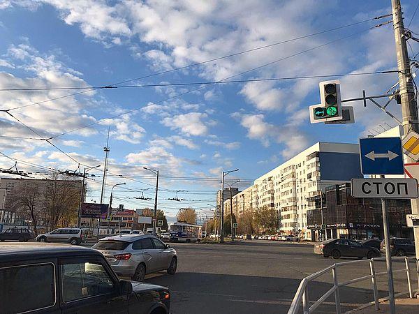 На  пересечении Московского шоссе и улицы Ново-Вокзальной в Самаре установили дополнительные секции светофоров | CityTraffic