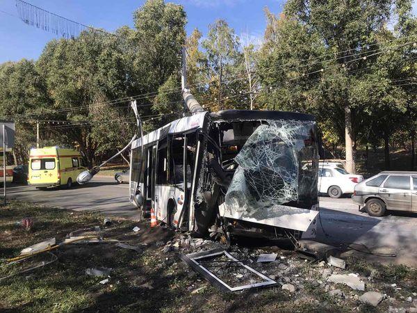 В Самаре автобус врезался в световую опору - пострадали 7 человек: видео | CityTraffic