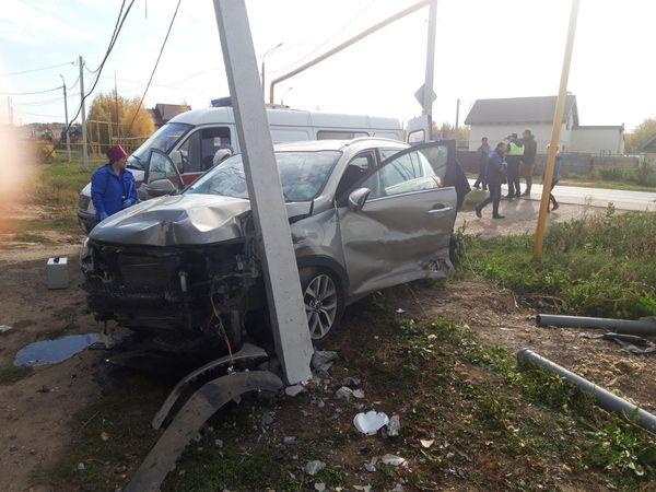 Нетрезвый водитель врезался в дорожный знак, опору газопровода, столб ЛЭП и два стоящих автомобиля | CityTraffic