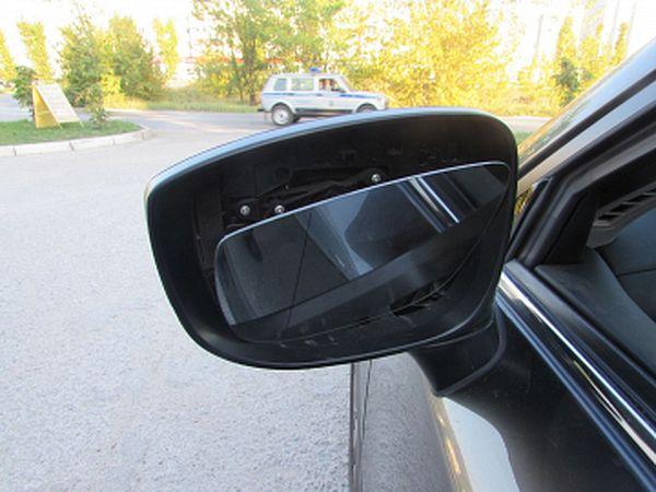 Житель Самарской области пнул по зеркалу чужого авто, разозлившись на его водителя | CityTraffic