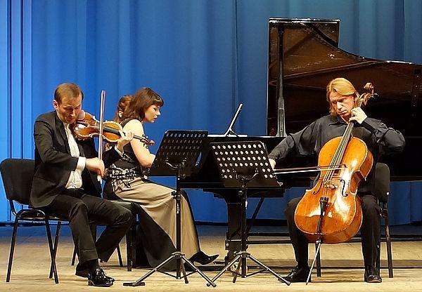 «Что в доме звучит, то ребёнок и будет любить»: солисты Московской филармонии рассказали о том, как музыка делает из человека интеллигента | CityTraffic