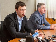 Чемпион мира по хоккею Алексей Емелин встретился стольяттинскими болельщиками