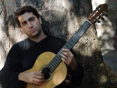 21 апреля впервые вТольяттинской филармонии выступит талантливый испанский гитарист Рафаэль АГИРРЕ