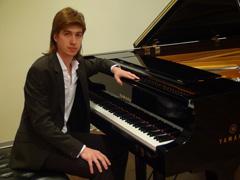 27 апреля на сцене Тольяттинской филармонии выступит многократный лауреат международных конкурсов – пианист Илья КОНДРАТЬЕВ