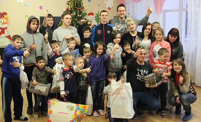Тольяттинские баскетболисты поработали Дедами Морозами