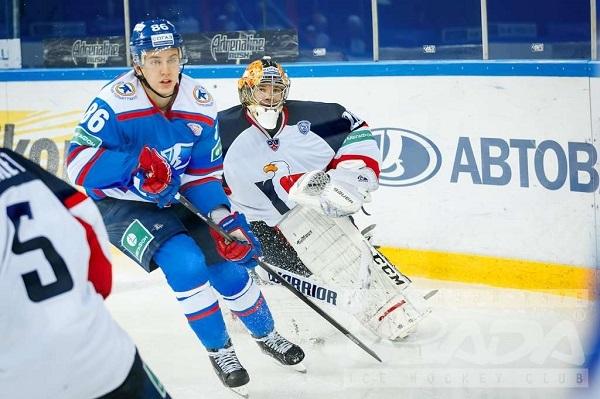 "Хоккейная ""Лада"" продлевает контракт сталантливым нападающим"