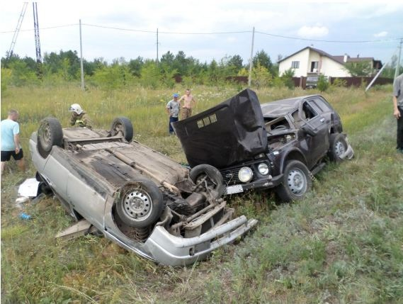 Из-за пьяного водителя вСамарской области перевернулись две машины ипогиб человек