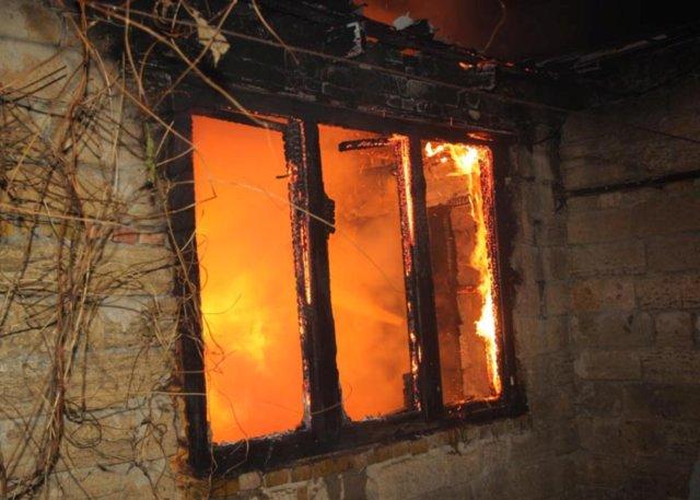 Следственный комитет начал проверку по факту гибели двухлетнего ребенка на пожаре вСамарской области