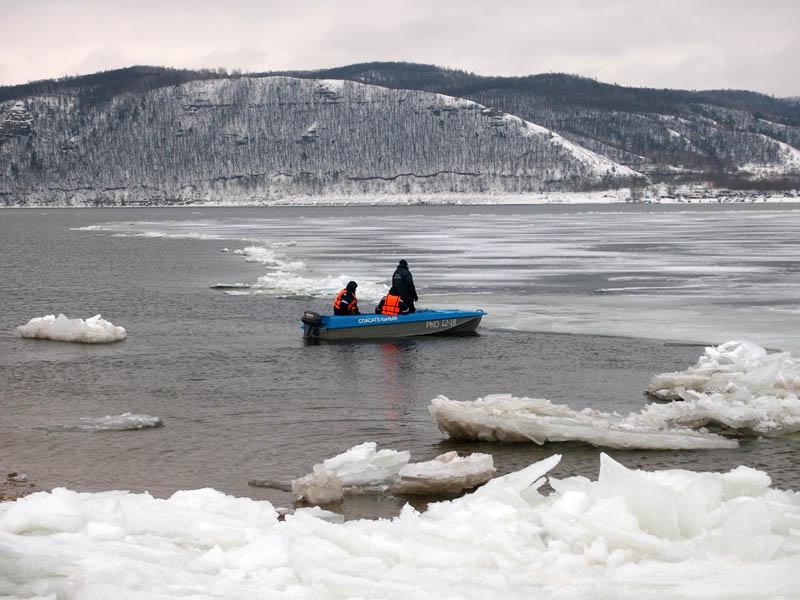 На Волге под Тольятти спасены шесть рыбаков с дрейфующей льдины | CityTraffic