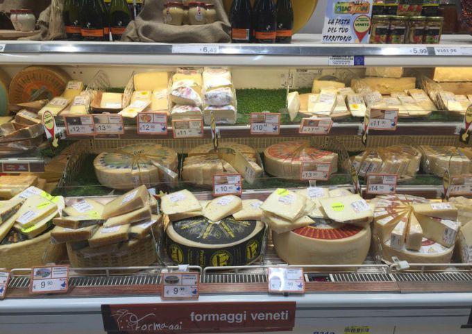 В Италии оправдали украинца, укравшего в супермаркете два куска сыра и упаковку сосисок | CityTraffic