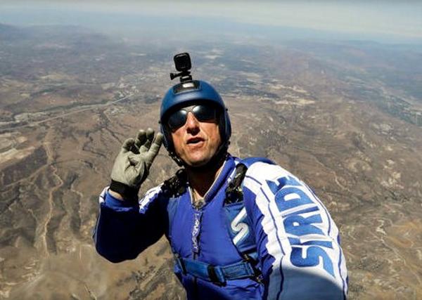 """Прыжок каскадера из """"Железного человека"""" свысоты 7,6 км без парашюта сняли навидео"""