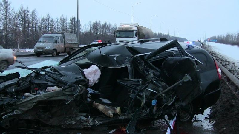 """На трассе М‑5 """"Приора"""" устроила аварию, вкоторой водитель погиб иеще пятеро вбольнице"""