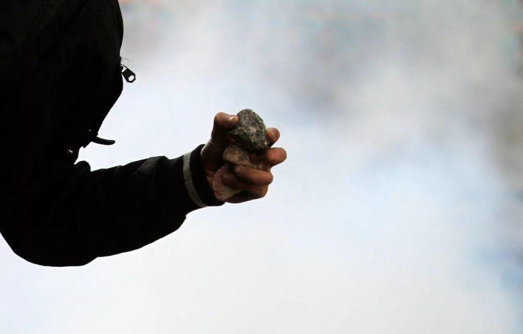 В Самарской области трое подростков обкидали камнями электровоз грузового поезда | CityTraffic