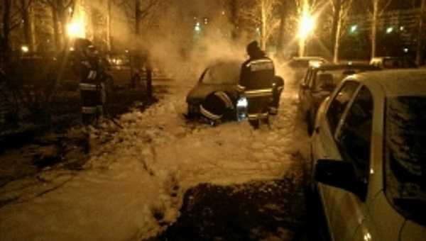 В Самаре вполночь 9пожарных отправились тушить автомобиль