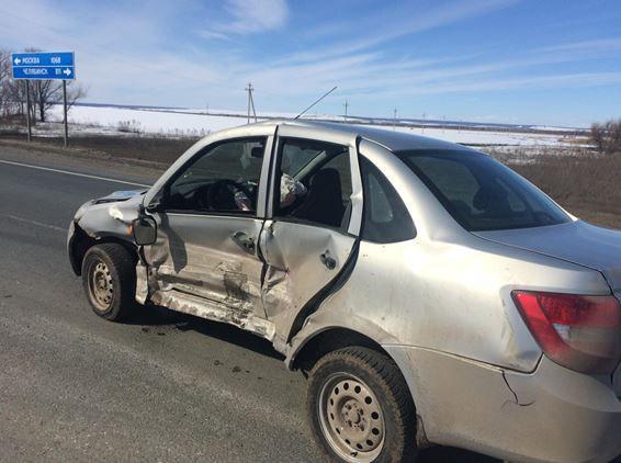 В Самарской области из-за ДТП вбольницу попали четыре человека