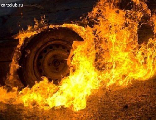 В Самаре ночью 9человек тушили автомобиль