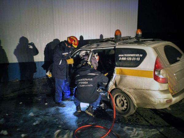 """В Самарской области погиб водитель, въехавший на """"Приоре"""" встену"""