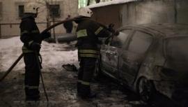 В Самаре ранним утром 7 человек тушили автомобиль на улице 8 Марта | CityTraffic