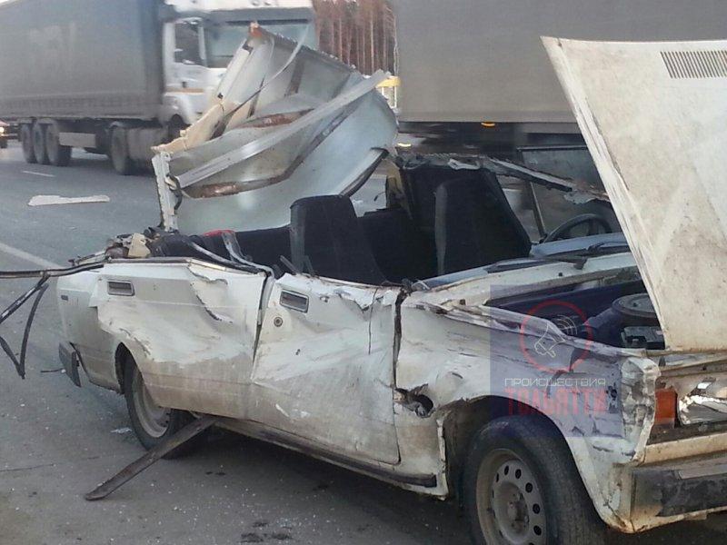 """На трассе М‑5 под Тольятти """"пятерке"""" срезало крышу при столкновении сгрузовой ГАЗелью"""