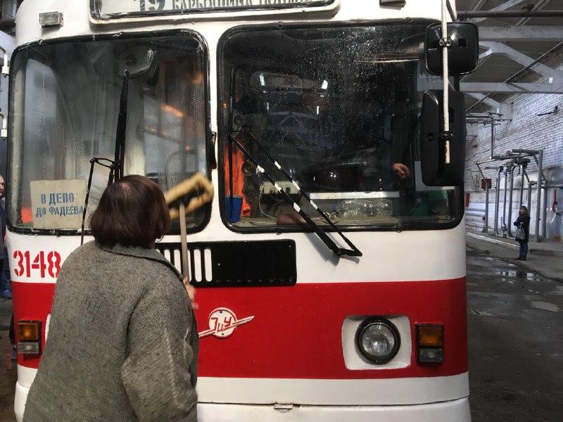 В Самаре на Заводском шоссе 18 человек тушили торговый павильон | CityTraffic