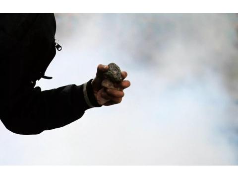 В Самарской области подростки обкидали камнями проходящий поезд