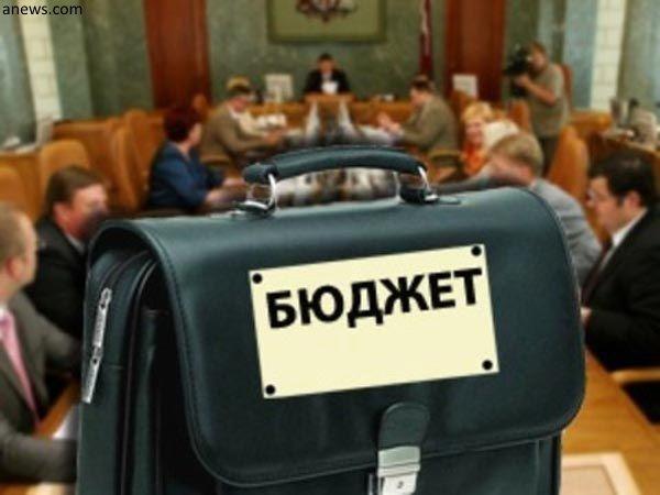 В Тольятти на видео попало задержание на проезжей части голого мужчины с ножницами | CityTraffic