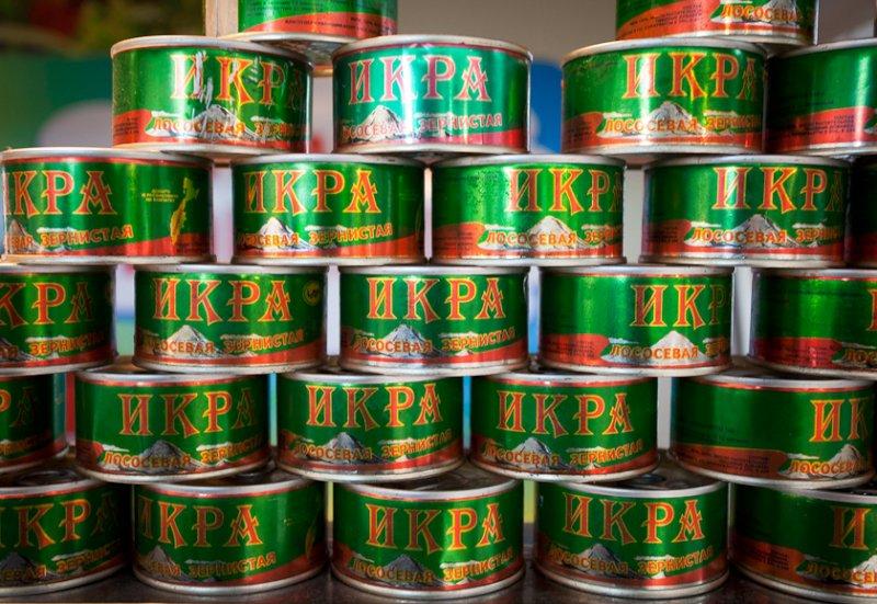 Тольяттинка украла вмагазине 12 банок красной икры