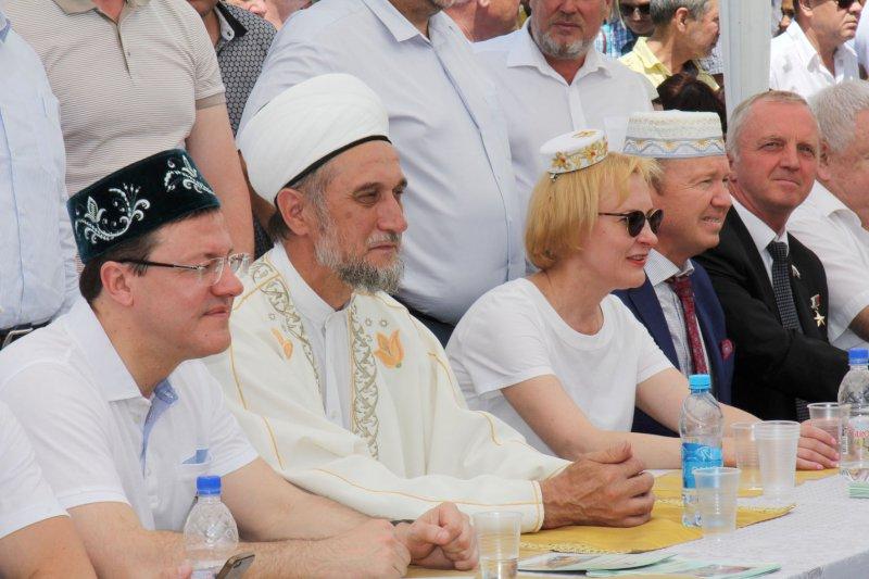 Сабантуй вСамаре отмечали на татарском, русском ианглийском языках