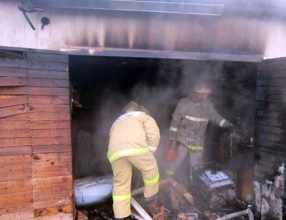 В Самаре днем 13 человек тушили гаражи вСоветском районе