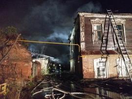 Ночью в Ленинском районе Самары 103 человека тушили два горящих дома | CityTraffic