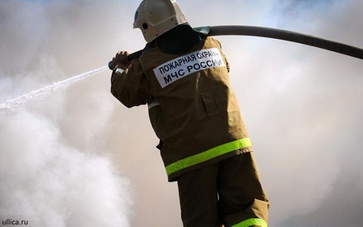 В Самаре 15 человек тушили пожар взаброшенном здании на площади 120 кв.м