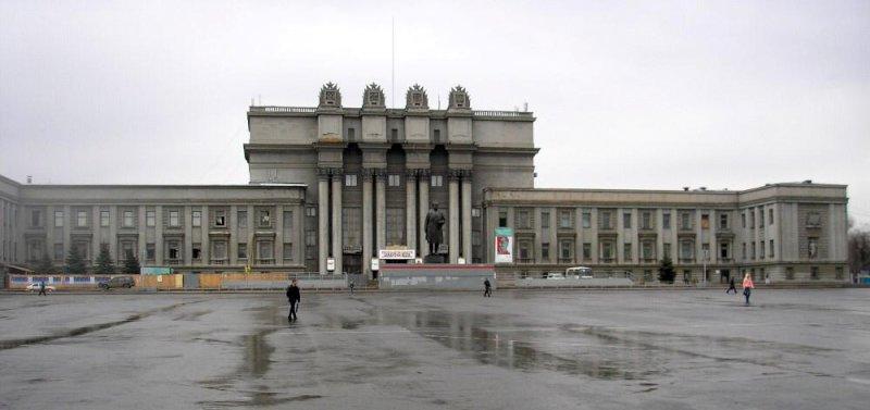 В Самаре парковку возле Самарского академического театра опера ибалета разрешили до полуночи