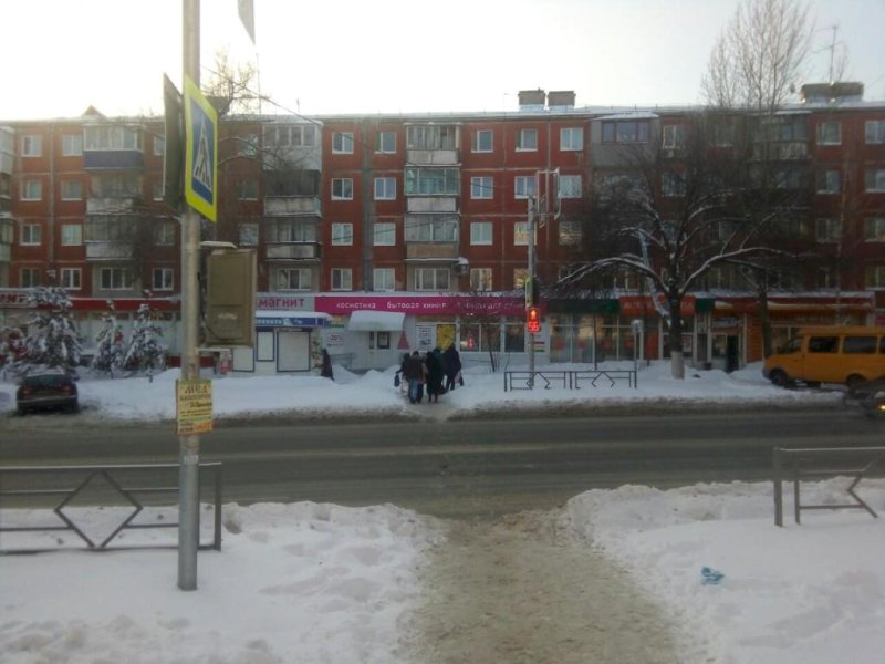 В Самаре сбили 28-летнюю женщину, переходившую дорогу на красный сигнал светофора