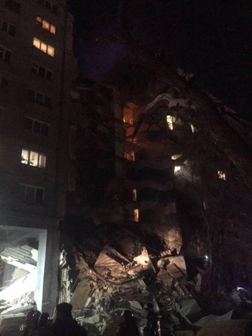 В Магнитогорске, где от взрыва газа обрушился подъезд дома, ничего неизвестно осудьбе 79 людей, оставшихся под завалами