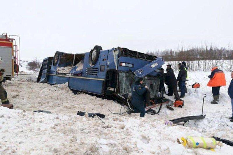 Полный автобус детей перевернулся вКалужской области, есть погибшие