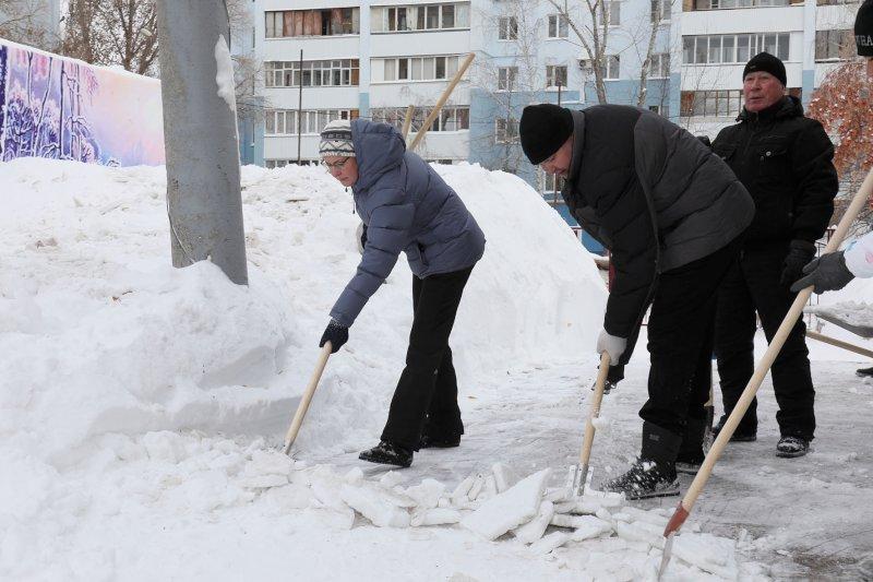 В Самаре иТольятти сотрудники городских администраций вышли на субботник