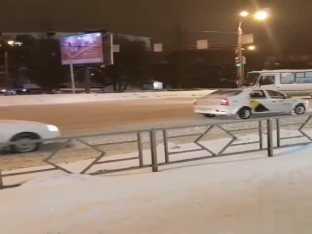 В Самаре пешеход сразбега ударился об автобус: видео