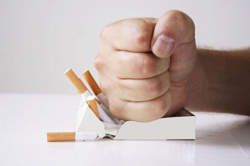 Россияне требуют сократить на 1час рабочее время для некурящих сотрудников