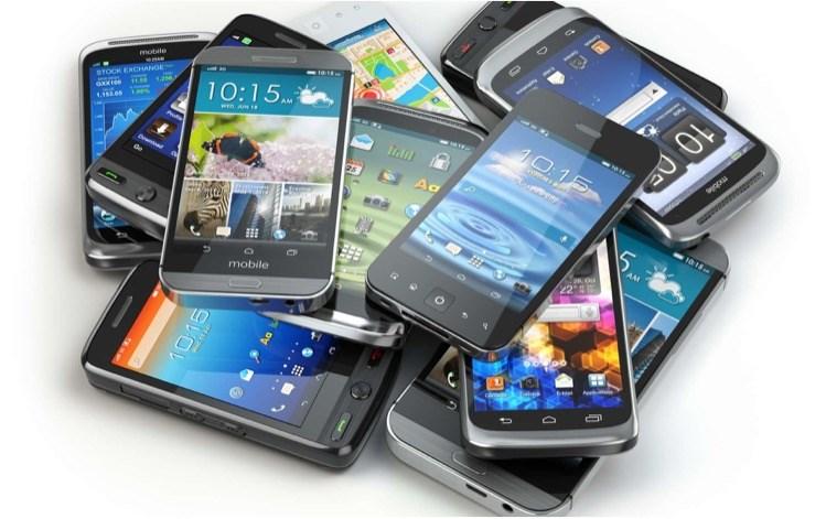 Эксперты назвали смартфоны ссамым высоким уровнем электромагнитного излучения
