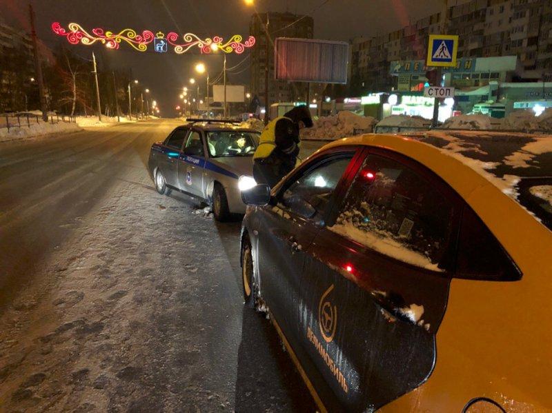 В Самаре пешеход с разбега ударился об автобус: видео | CityTraffic