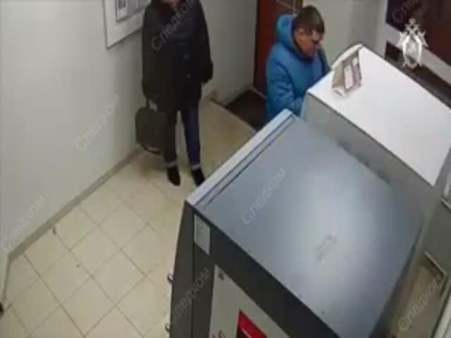 Бывший сотрудник СОБРа на таможне получил взятку 800 тысяч рублей за допуск вРФ польских яблок: видео