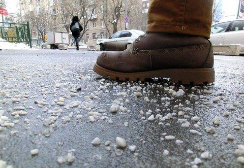 Россияне требуют запретить использование реагентов на дорогах