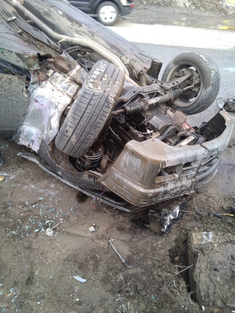Автомобиль восстановлению не подлежит: в Самаре на ул. Товарной BMW перевернулся на крышу | CityTraffic