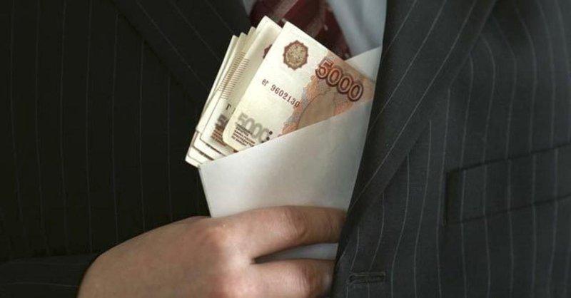 В Самаре возбудили уголовное дело вотношении мужчины, который предложил полицейскому взятку вразмере 50 тыс. рублей