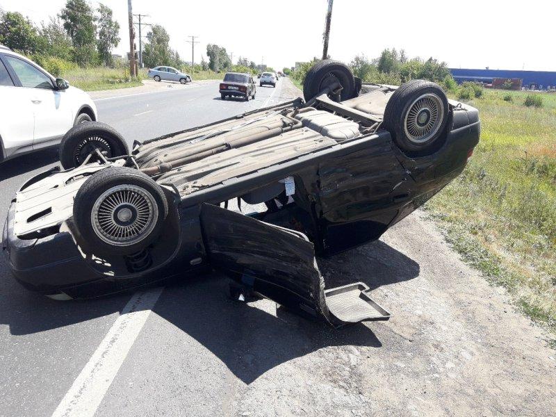 В Тольятти на Хрящевском шоссе перевернулся автомобиль
