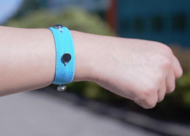 Ученые создали браслет, который поможет людям держать свои эмоции под контролем