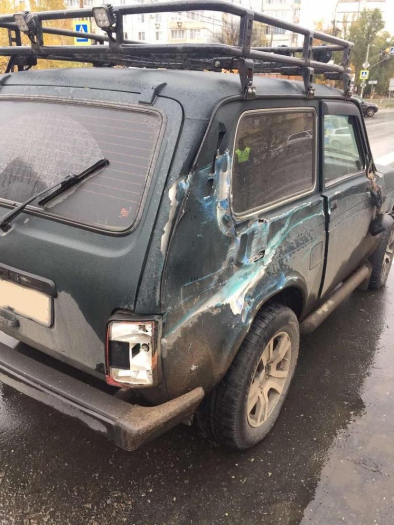 В Самаре на проспекте Кирова водитель грузовика BAW протаранил две легковушки | CityTraffic