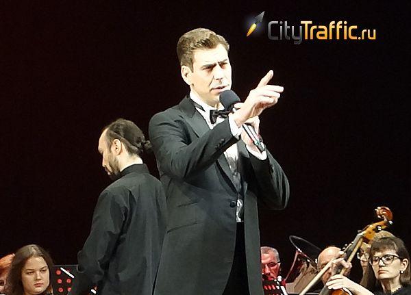 Дмитрий Дюжев прочитал в Тольятти «Онегина» и спел песню Пахмутовой: видео | CityTraffic