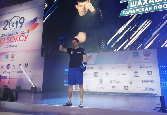 Шахабас Махмудов стал чемпионом России по боксу в самарском финале | CityTraffic