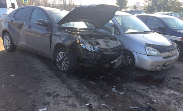 В Самарской области полугодовалый ребенок оказался в больнице после того, как водитель «четырнадцатой» не пропустил «Весту» | CityTraffic